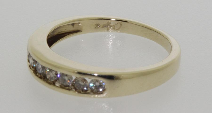 9 carat yellow gold 7 half eternity ring uk